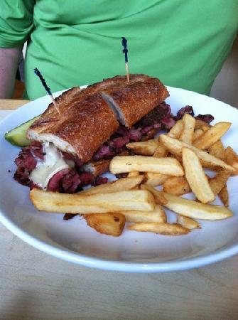 Helen's Restaurant: best pastrami sandwhich!