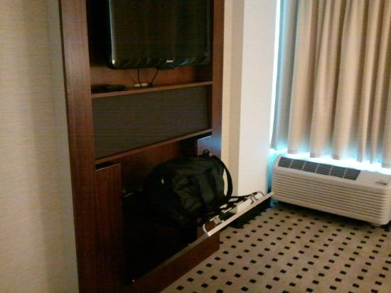 Luggage rack & bedroom TV - Picture of Radisson Hotel Menomonee ...