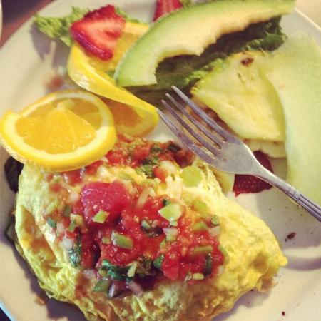 Del Monte Cafe: Bacon Avocado Cheese Omelette