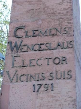 Theater Koblenz : Clemens Wenzeslaus column outside