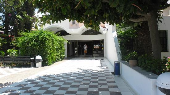 Tigaki Beach Hotel: entrance