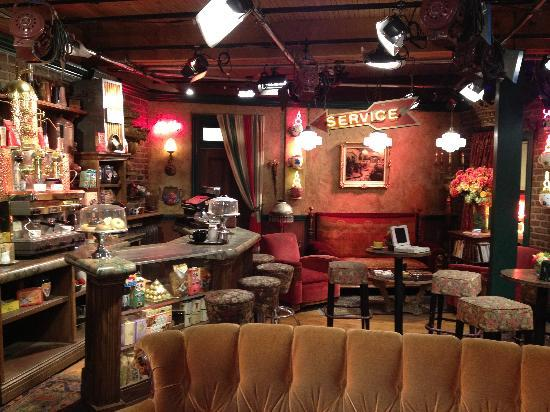 Burbank, Kaliforniya: The retired Friends set (Central Perk)