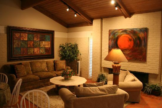 The Quarters at Hardin House : Lounge