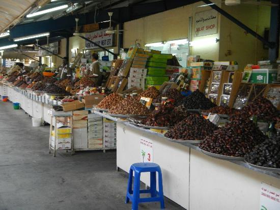 Dubai Deira Fish Souk: Many types of dates in the souk
