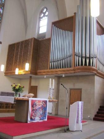 Christuskirche: modern organ