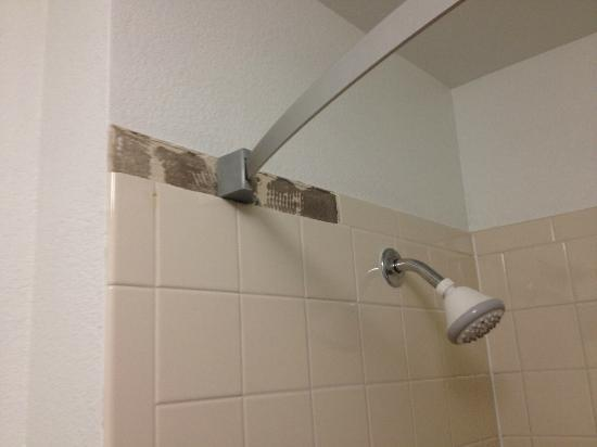 Extended Stay America - Austin - Arboretum - North: Shower rod barely attached with missing tile