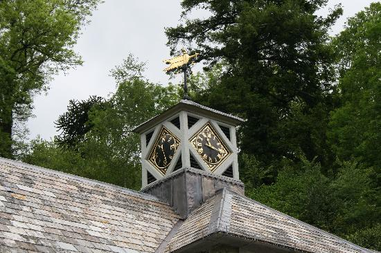 Hotel Endsleigh: Unique clock and weather vane