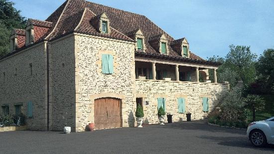 Hotel Bon Encontre : Hotel from Parking Lot
