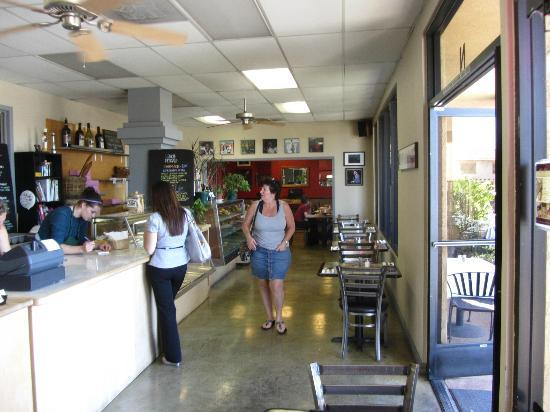 Hush-Harbor Artisan Bakery: Walk-in or dine-in, very easy to do business here.