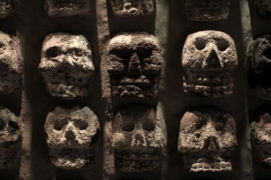 Tzompantli, Altar Recubierto De Calaveras Humanas