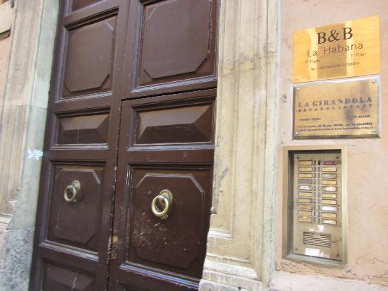 Habana's Design: Building Entrance