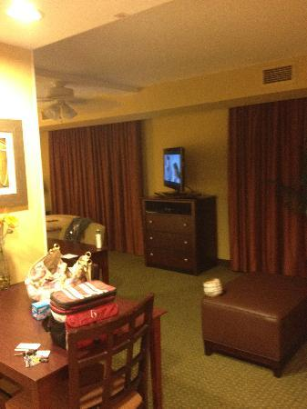 Homewood Suites Tampa Brandon: Sitting Area from front door