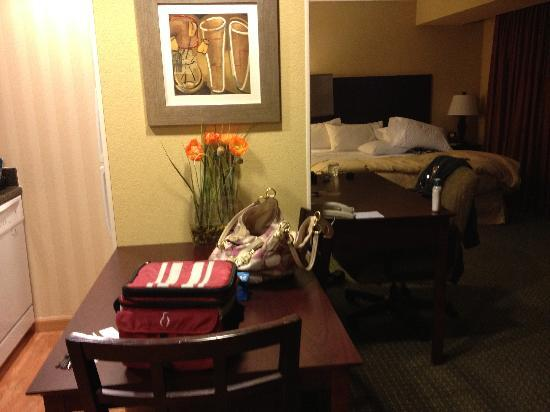 Homewood Suites Tampa Brandon: Table and bed in the background