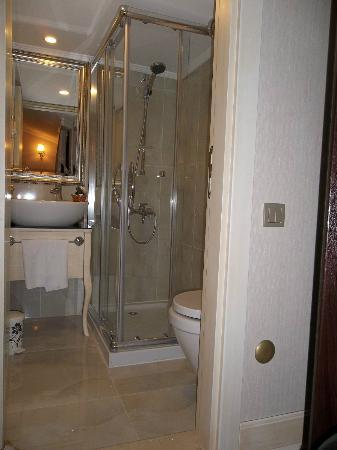 Historia Hotel: Bathroom