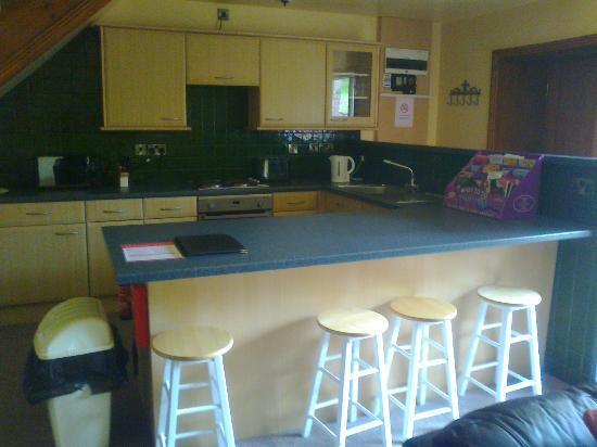 Tantara Woodland Lodges: kitchen area