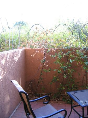 Adobe Village Inn: Sedona Suite - outside private patio