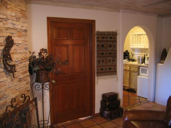 Adobe Village Inn: Sedona Suite - kitchenette