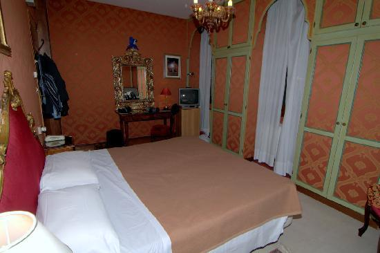 Hotel La Fenice Et Des Artistes: Жилая комната