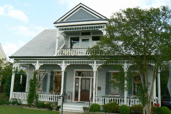 Bluff Top Bed and Breakfast: Front of Bluff Top
