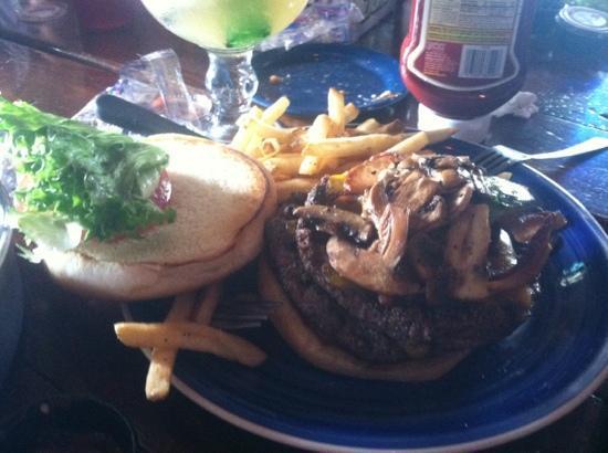 Brewster Street Ice House : yummy burgers!