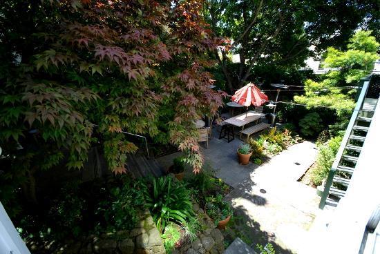 The Metro Hotel: Hotel garden