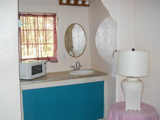 Kachina Motel: Microwave and new sink
