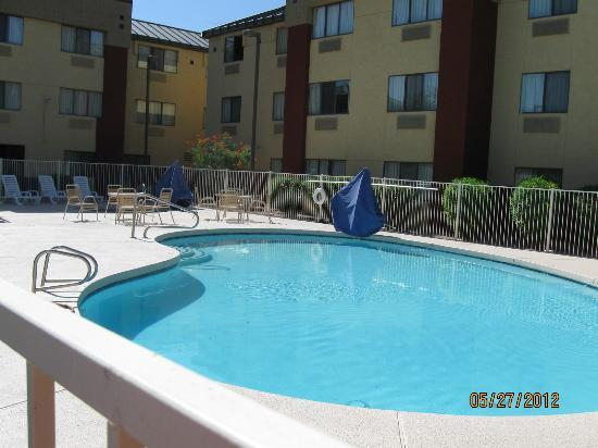 Super 8 Phoenix/Mesa/Gilbert Road: Pool Area