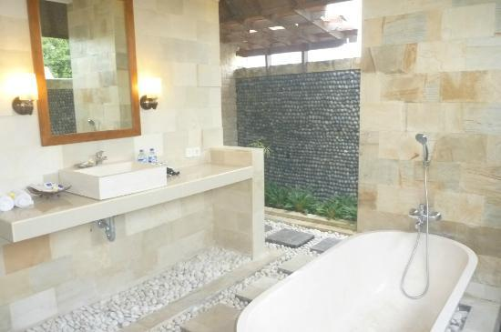 Bali Nyuh Gading Villa: Semi-Outdoor Bathroom