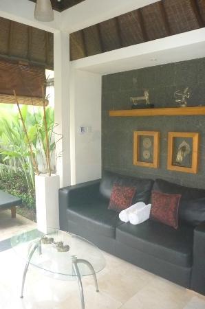 Bali Nyuh Gading Villa: Living/Dining Hall