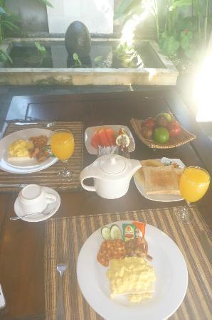 โรงแรมบาหลีนยูห์แกดิงวิลล่า: Western Breakfast