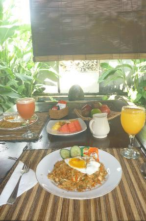 Bali Nyuh Gading Villa: Asian Breakfast.