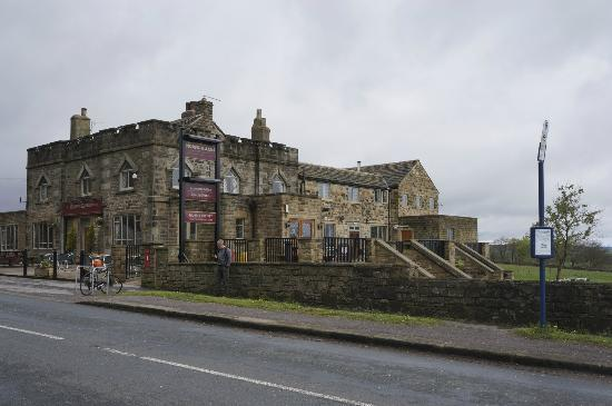 The Norfolk Arms: Hotel from the front
