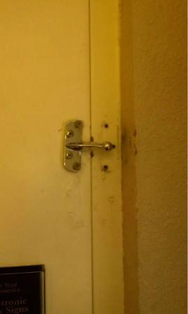 Marianna Inn and Suites: lovely...just lovely.  broken AND filthy