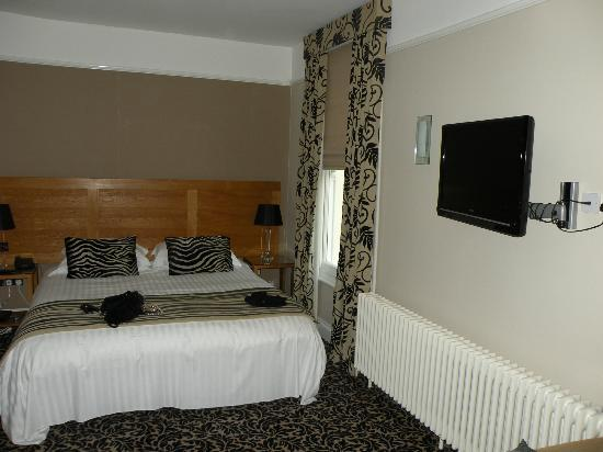 St Elizabeth's House : Bedroom - St Elizabeth Suite