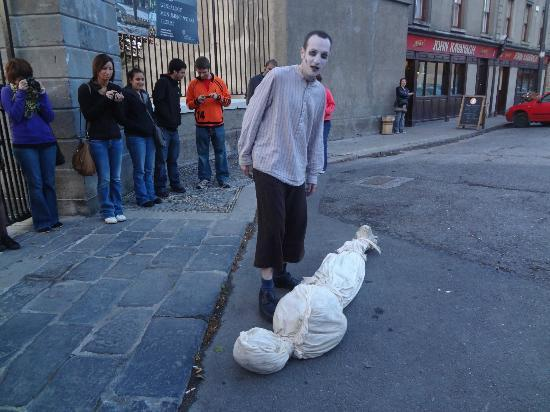 The Gravedigger Ghost Tour: Graverobbing at Glasnevin Cemetery.