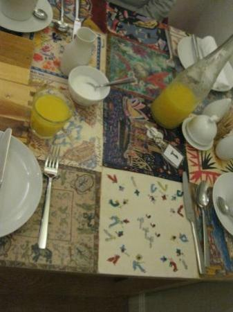 BayView Bed & Breakfast: Breakfast table