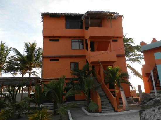 Puerto Cayo, Ekvador: One of Many Buildings