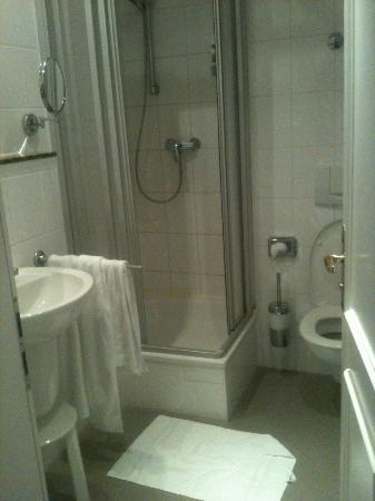 Myer's Hotel - Berlin: bathroom