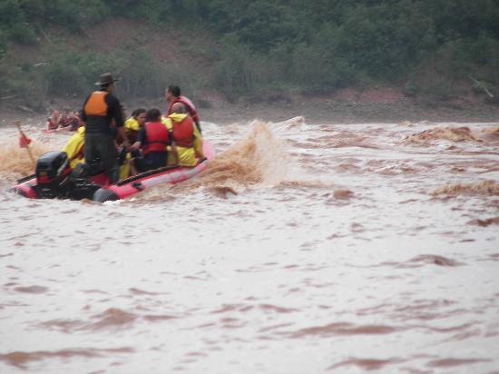 Shubenacadie River Runners: Bounding thru the waves.