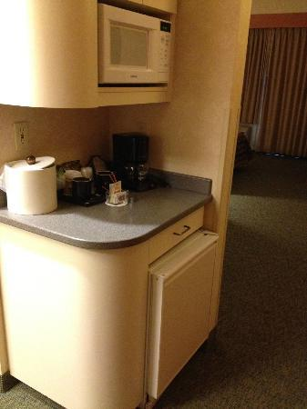 Heathman Lodge: Mini fridge, microwave and coffee supplies