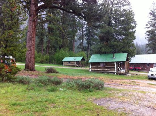 Sawtooth Lodge: More cabins