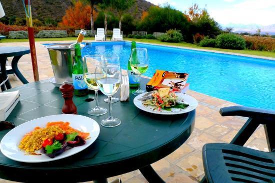 Vinas de Cafayate Wine Resort: Poolside lunch was amazing