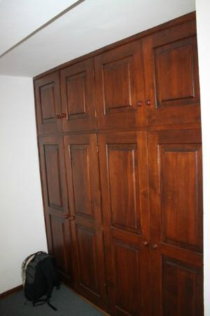 Rotui Apart Hotel: Closet
