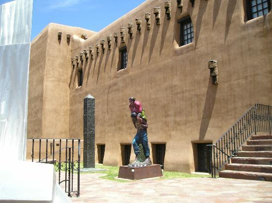 New Mexico Museum of Art : Outside