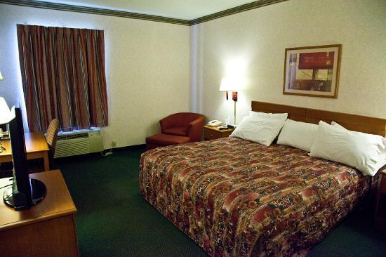Jefferson City Days Inn: King Room