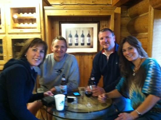 Garland Lodge & Resort: Enjoying a drink at Tannins