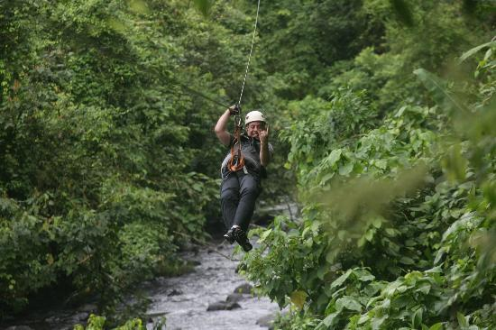 Parque Vista Arenal: zipping over water
