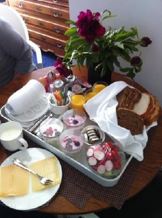 Frederik Park House : perfect breakfast to room