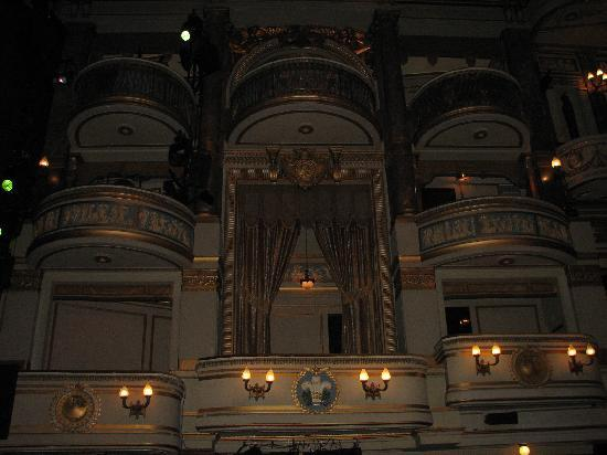 Inside picture of theatre royal drury lane london for Balcony novello theatre