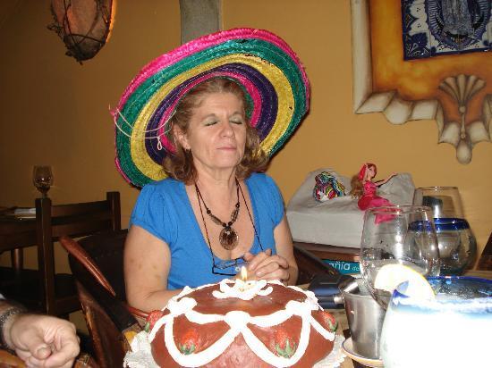 Maria Felix: pidiendo deseos por mi cumpleaños,con el sombrero típico